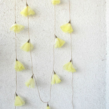 Daffodils blossom garland wedding decoration by HelloVioleta