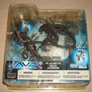 McFarlane Toys Alien vs Predator Attacks Ver Trading Figure Play Sets