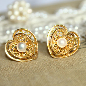 Gold Heart lace and pearls wedding jewelry - 14k gold fielld heart lace and pearls earrings with real white pearls .