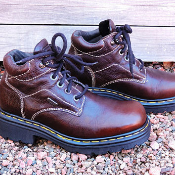 Dr Martens made in England boots mens 8 womens 9.5 / doc martens work boots hiking boots / dr martens 90s  brown leather lace up ankle boots