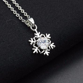Unique structure Women Snowflake Pendant Necklace