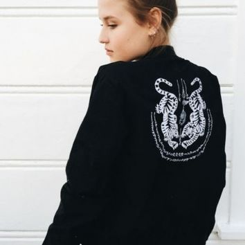 KASEY TIGER EMBROIDERY BOMBER JACLET