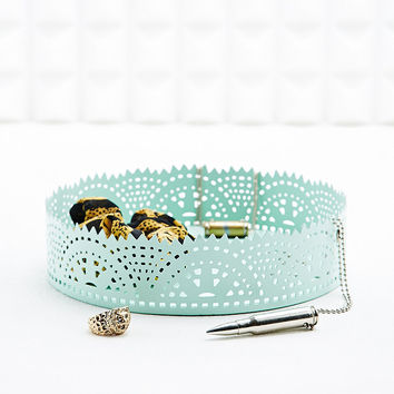 Lace-Cut Trinket Holder in White - Urban Outfitters