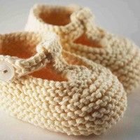Sweet Cream T Strap Baby Booties by pleasantlyplumpknits on Etsy