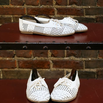 Vintage Lace Up Oxfords White Woven Leather Flats Perforated Cut Out Skimmers Womans Summer Shoes (US 8)