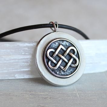 Celtic knot necklace - white