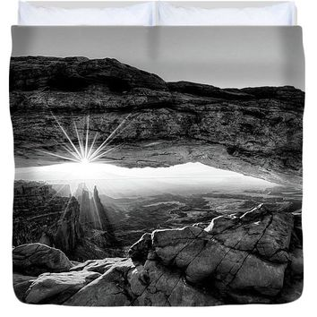 Supernatural West - Mesa Arch Sunburst In Black And White - Duvet Cover