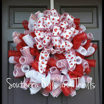 Valentine Deco Mesh Wreath, Valentine's Day Wreath, Curly Q Wreath, Valentine Wreath, Deco Mesh Wreath, Heart Wreath
