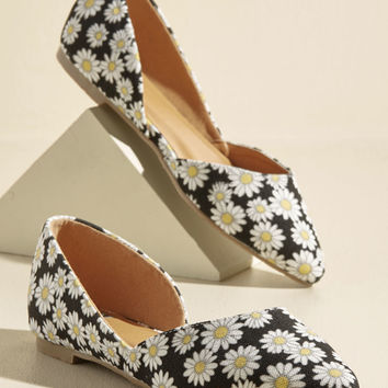 Step the Record Straight Vegan Flat in Daisies | Mod Retro Vintage Flats | ModCloth.com