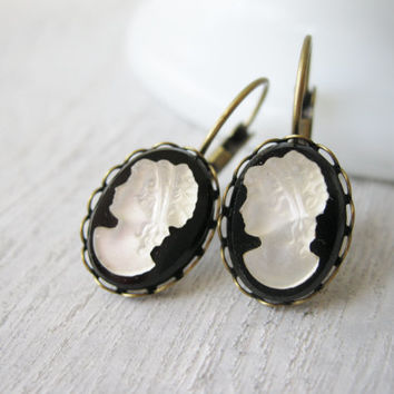 Cameo Earrings, Vintage Cabochons, Black Earrings, Lady Silhouette, Black and White Earrings, Victorian Style, Lever backs, Drop Earring
