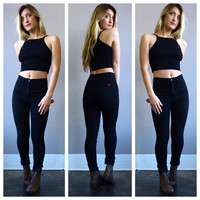 A Ribbed Sweater Crop in Black