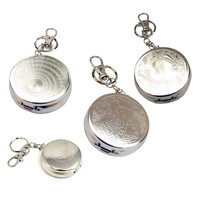 Outdoors Round Cigarette Keychain Portable Ashtrays Stainless Steel Pocket Ashtray (Random Type)