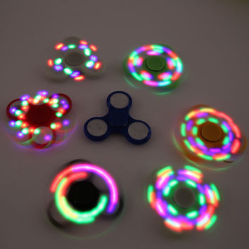 Toy Game Automatic Light Flashing Relax Spinner ABS + Metal Bearings Presented Three Batteries Red Green And Blue Colors