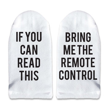 If You Can Read This Bring Me the Remote Control - Men's No Show Socks Printed with Text on Sole