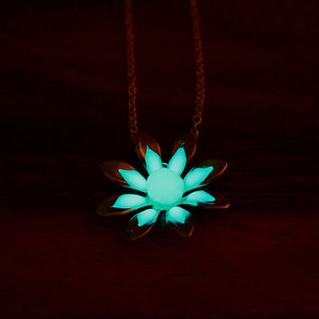 GLOW in the DARK Daisy pendant by Papillon9 on Etsy