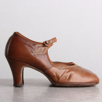 1920s High Heels . Brown Leather Pumps . 20s FLAPPER