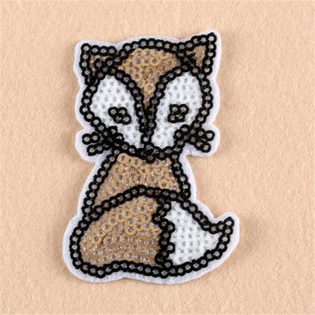Hot sale women/men/boy/girl clothes embroidery fox patch fashion sequins animal badge iron on patches for clothing stick fabric