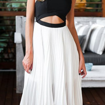 Color Block Backless Sleeveless Ruffled Dress
