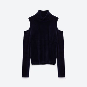 CUT-OUT SHOULDER VELVET SWEATER DETAILS
