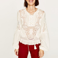 EMBROIDERED LACE BLOUSE DETAILS