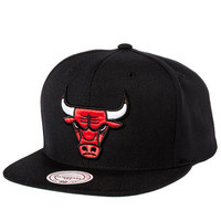 The Chicago Bulls Solid Snapback Hat in Black