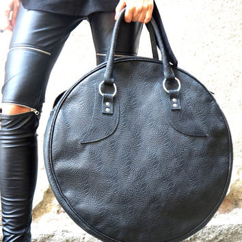 "NEW "" LIMITED Edition "" Genuine Leather Black Bag / High Quality  Tote Circle Large Bag by AKASHA A14317"