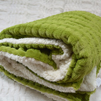 Tache 50 x 60 Green Polar Faux Fur Throw Blanket