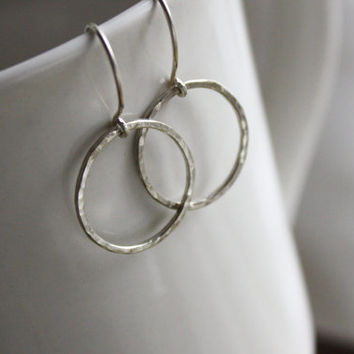 Hammered Circle Earrings - Argentium Silver - Modern Geometric Eternity Earrings
