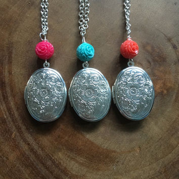 Silver Locket Necklace, Floral Locket Necklace, New Mom Gift, Spring Jewelry, Locket Necklace, Mothers Gift, Gift for Her