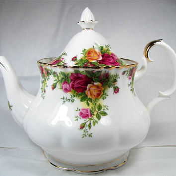 Vintage Royal Albert OLD COUNTRY ROSES Large Teapot Made in England 1962 Excellent Condition