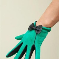 Green Bow Suede Leather Gloves from lesdebutantes