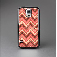 The Scratched Coral & Brown Layered Chevron V2 Skin-Sert Case for the Samsung Galaxy S5