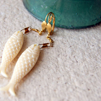 Ivory Fish Earrings - Fish Earrings - vintage acrylic fish - swivel snaps - nautical fashion - gift for Pisces - Summer Fashion