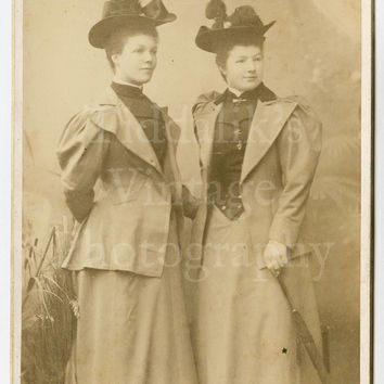 Cabinet Card Photo - Portrait Two Young Victorian Women wearing Hats - Lombardi & Co. of London England