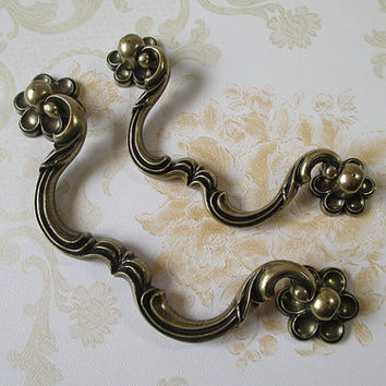 Flower Dresser Drawer Pulls Handles Knob Antique Bronze / Kitchen Cabinet Handle Pull Knobs Vintage Style Furniture Hardware