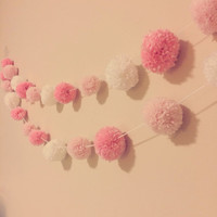 Custom Colors Yarn Pom Pom Garland // Party Garland // Wedding Bunting // Holiday Decor // Christmas Decor // Christmas Tree