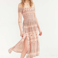 Kimchi Blue Picnic Smocked Off-The-Shoulder Peach Midi Dress - Urban Outfitters