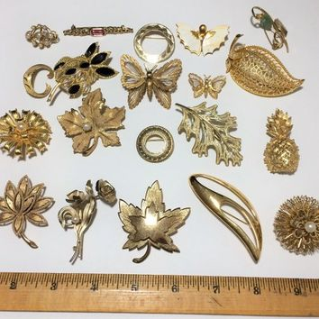 Wholesale Lot Gold Tone Pin 20 Piece Lot, Monet Avon,  Goldtone Costume Brooch Collection 718m