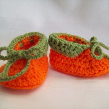 Crochet Pumpkin Baby Booties // 6 to 9 months // Fall Booties // Boy or Girl Booties