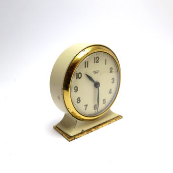 1940s Vintage Smiths Empire Desktop Wind-Up Clock. In Perfect Working Order. Made from Brass and Enamel.