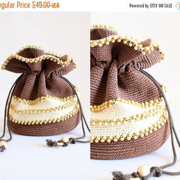 25% OFF SALE Vintage 40s Purse/ 1940s Beaded Purse/ Brown Beaded Woven Drawstring Purse w/ Lucite Bottom