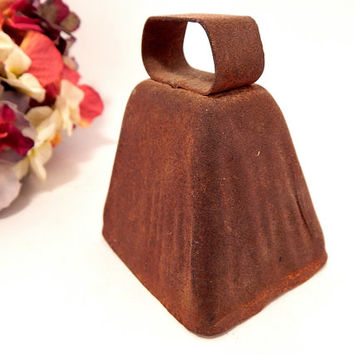 Cow Bell Antique 1900's Wisconsin Dairy Bell Rusty Metal Dinner Bell Collectible Country Farmhouse Home Decor Farm Animal Goat Bell