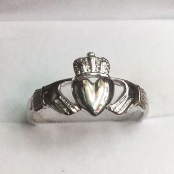 14k White Gold Layer On 925 Silver Irish Celtic Claddagh Hand And Heart Ring S-8