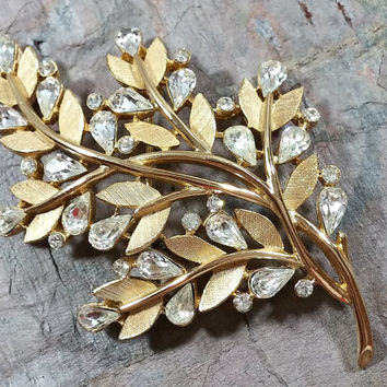 Vintage Crown Trifari Brooch Leaves Foliage Clear Glass Rhinestones Brushed Gold Metal Surface Very Pretty Brooch in Very Nice Condition