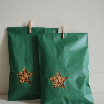 Green Kraft paper bag with a small star window set of 20 kraft bags ---Party favors, birthday party, holiday gift or wedding favor