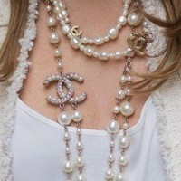 Chanel Women necklace With Pearl