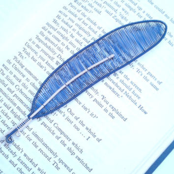 Bird Feather Bookmark, Wire Wrapped Blue And Ivory coloured Feather Shaped Bookmark, Unique Bookmarks, Book Gift Idea, Handmade Bookmark