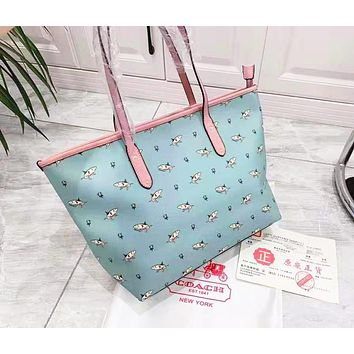 Coach selling two-piece one-shoulder bag with a shark print shopping bag for women