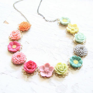 Magpie Flower Necklace
