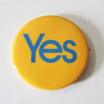 "70s ""Yes"" Blue & Yellow Pinback Button - Hippie Retro Kitsch Pin"